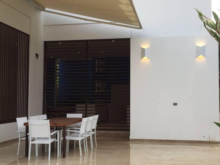 Casas Campestres : Terrazas de estilo  por Arquitectos y Entorno S.A.S