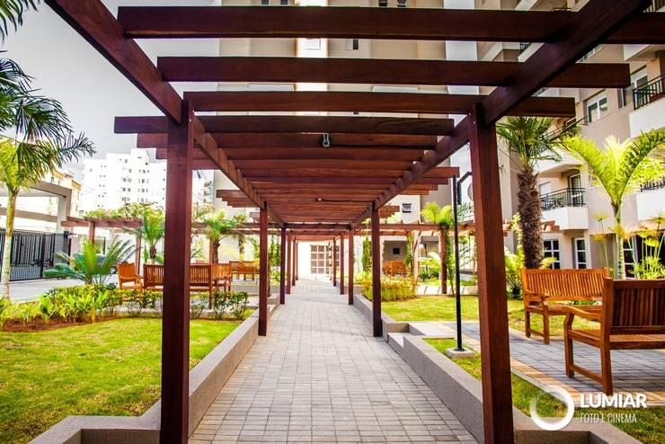 Jardines en la fachada de estilo  por Felipe Mascarenhas Paisagismo, Moderno