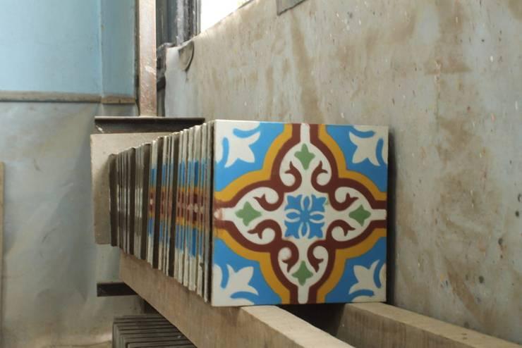BALDOSA :  de estilo  por Icono Taller