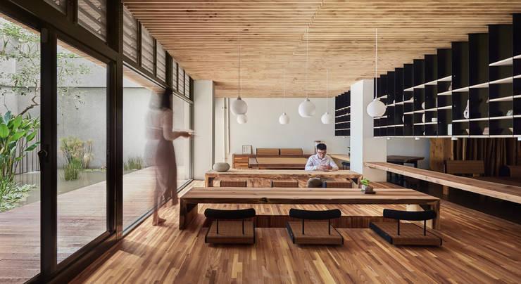 Pusat Eksibisi oleh FAMWOOD 自然紅屋, Modern