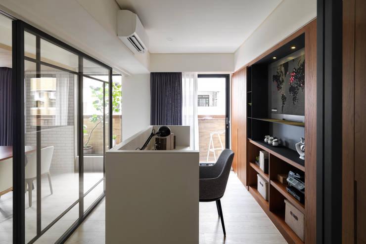 金山南路新婚宅:  書房/辦公室 by 星葉室內裝修有限公司