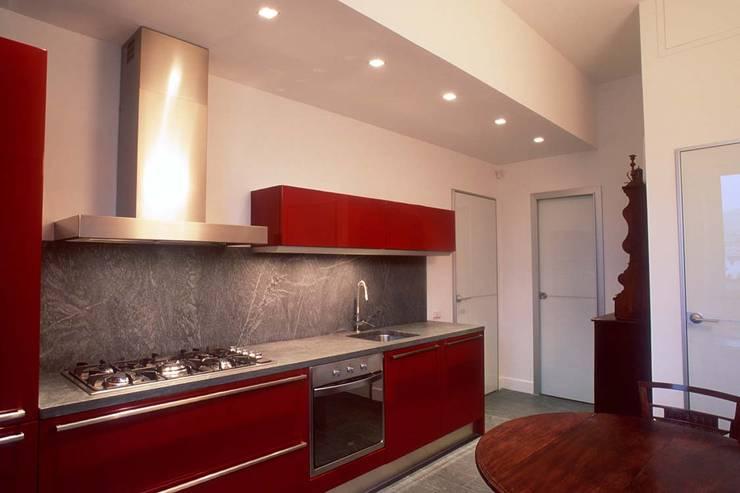 مطبخ ذو قطع مدمجة تنفيذ silvestri architettura