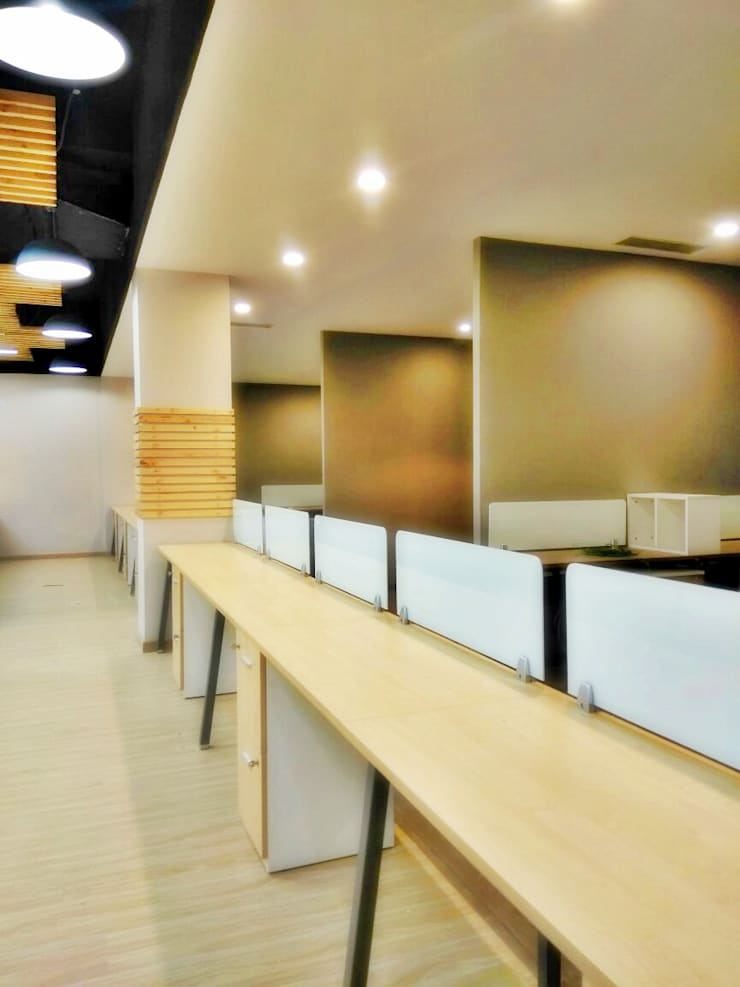 Office at Sector 32, gurugram:  Offices & stores by The Workroom
