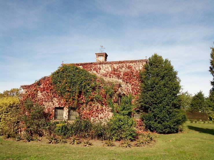 Casa de campo: Casas de estilo  por Marcelo Manzán Arquitecto