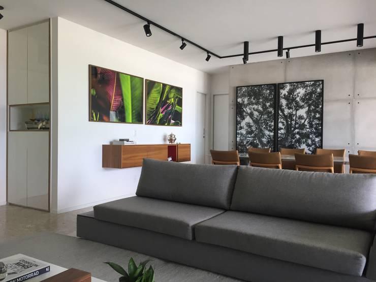 Sala estar | Sala jantar: Salas de jantar modernas por branco arquitetura