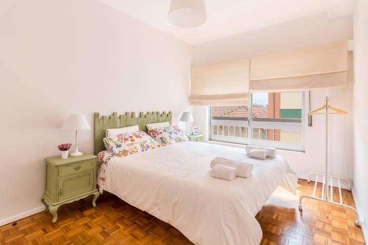 Projekty,  Sypialnia zaprojektowane przez João Boullosa