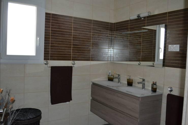 salle de bain: Salle de bains de style  par KREA Koncept