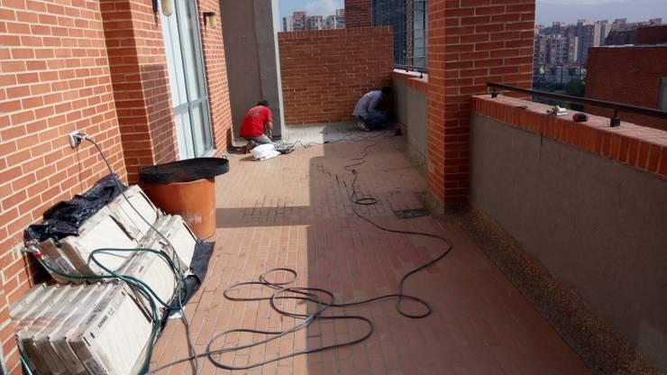 demolición de media caña Balcones y terrazas de estilo moderno de CELIS & CELIS INGENIEROS CONSTRUCTORES S.A.S Moderno