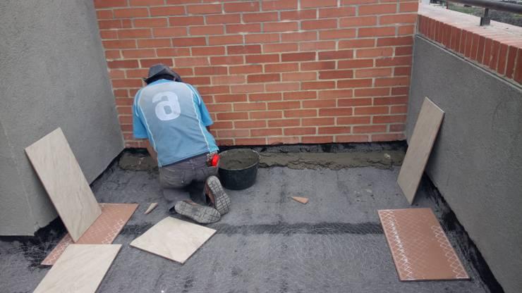 mortero de nivelacion: Terrazas de estilo  por CELIS & CELIS INGENIEROS CONSTRUCTORES S.A.S