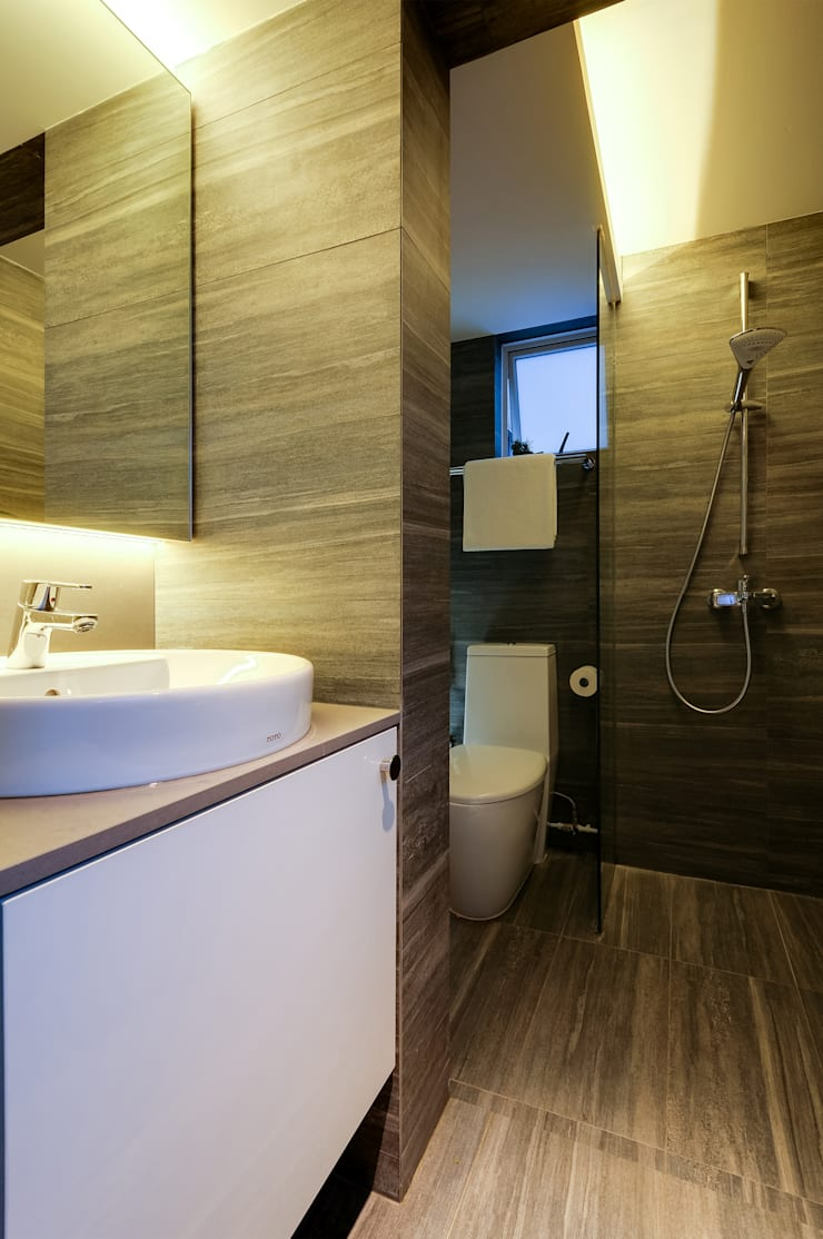Design & Build Project: Resale HDB Apt @ Serangoon Ave 3: scandinavian Bathroom by erstudio Pte Ltd