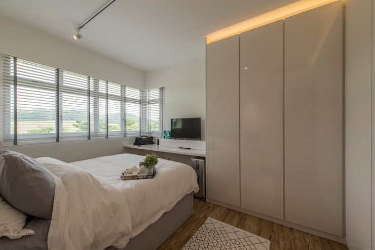 Design & Build: New HDB @ Sumang Link (Eclectic):  Bedroom by erstudio Pte Ltd