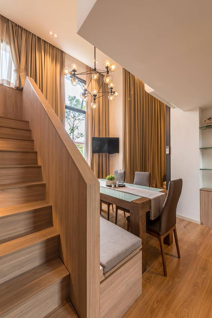Design & Build: Condominium @ Eunos (Modern Scandinavian):  Corridor, hallway by erstudio Pte Ltd