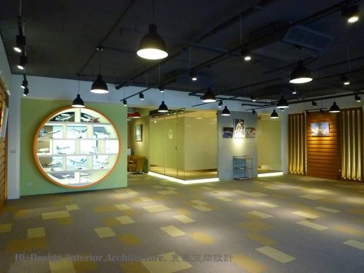 展示空間-1:  牆面 by Hi+Design/Interior.Architecture. 寰邑空間設計