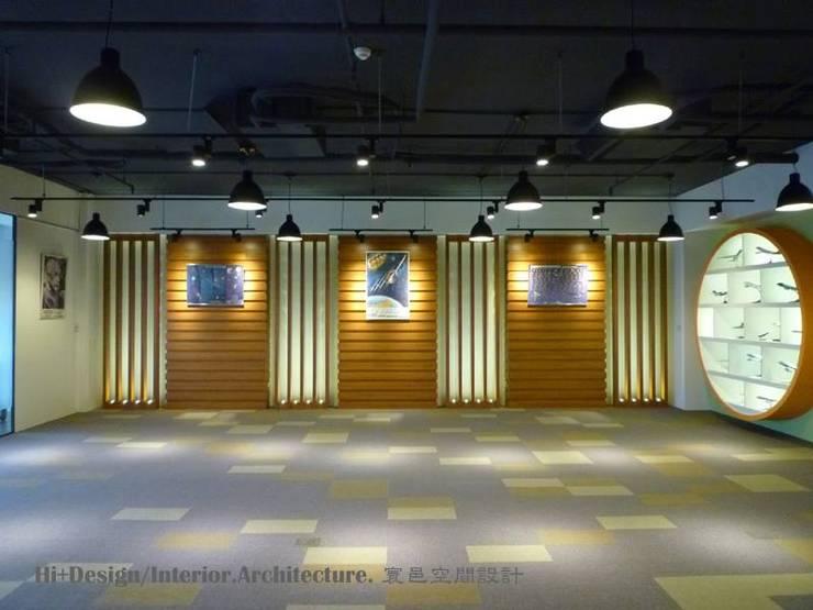 展示空間-2:  牆面 by Hi+Design/Interior.Architecture. 寰邑空間設計