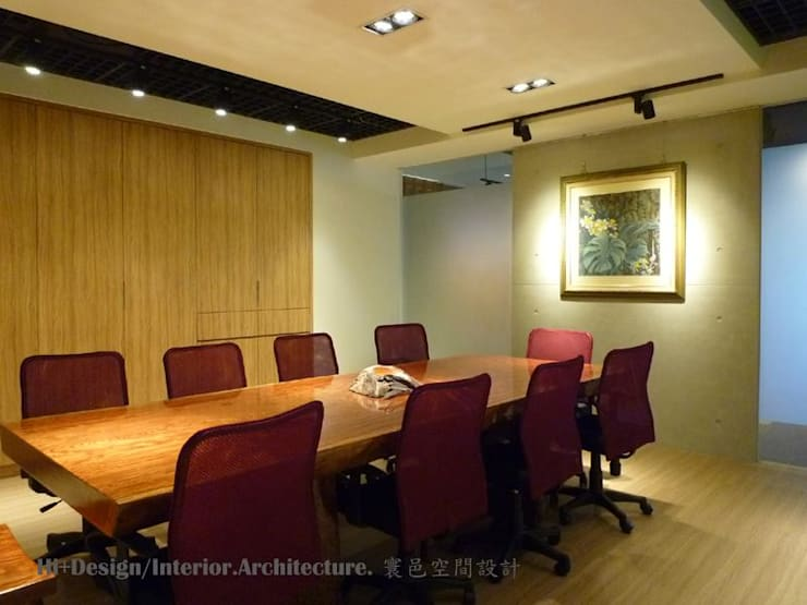 會議室內部-2:  書房/辦公室 by Hi+Design/Interior.Architecture. 寰邑空間設計