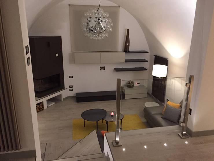 غرفة المعيشة تنفيذ SILVIA ZACCARO ARCHITETTO