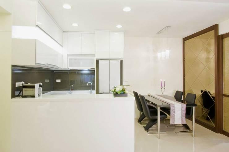 廚房&餐廳:  餐廳 by Hi+Design/Interior.Architecture. 寰邑空間設計