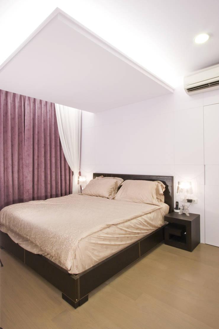 主臥室-1:  臥室 by Hi+Design/Interior.Architecture. 寰邑空間設計