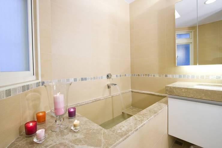 主浴室-1:  浴室 by Hi+Design/Interior.Architecture. 寰邑空間設計