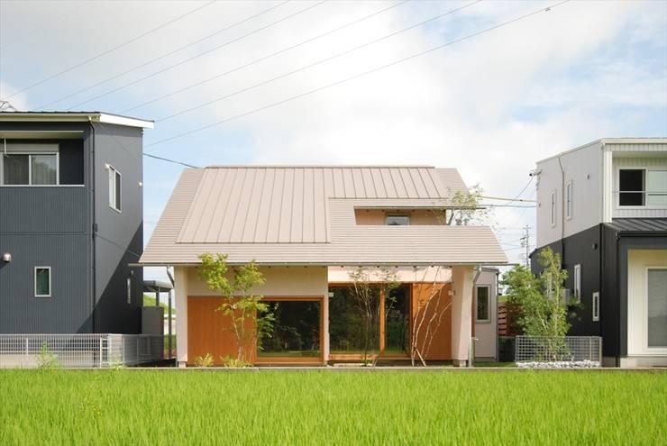 Rumah by 神谷建築スタジオ