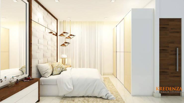 MASTER BEDROOM DESIGNS : classic Bedroom by Kredenza Interior Studios