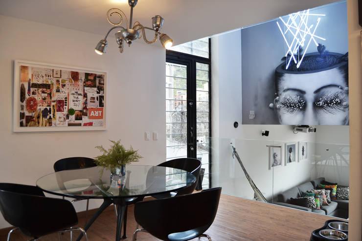 APARTAMENTO CIRCUNVALAR: Comedores de estilo  por santiago dussan architecture & Interior design,