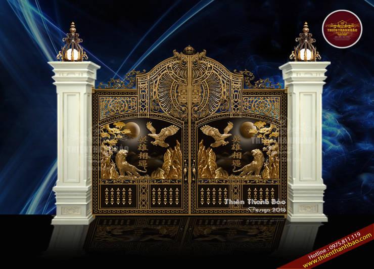 Cổng biệt thự anh hùng tương ngộ:  Biệt thự by Cổng nhôm đúc Thiên Thanh Bảo