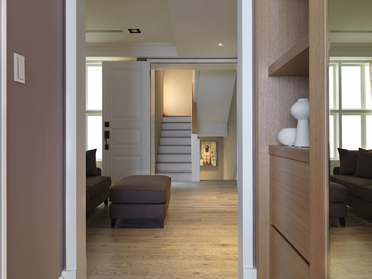 彰化T宅:  走廊 & 玄關 by Ho.space design 和薪室內裝修設計有限公司