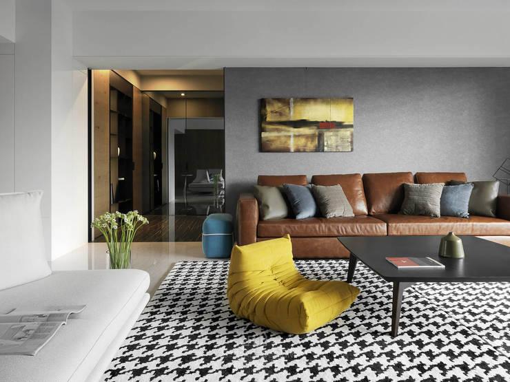 國泰森林苑T宅:  客廳 by Ho.space design 和薪室內裝修設計有限公司