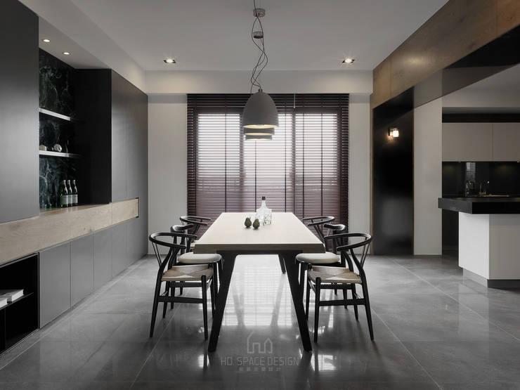 國泰森林苑T宅:  餐廳 by Ho.space design 和薪室內裝修設計有限公司