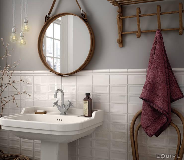 Evolution Blanco, InMetro White 7,5x15. London Blanco 5x15 cm.: Baños de estilo  de Equipe Ceramicas