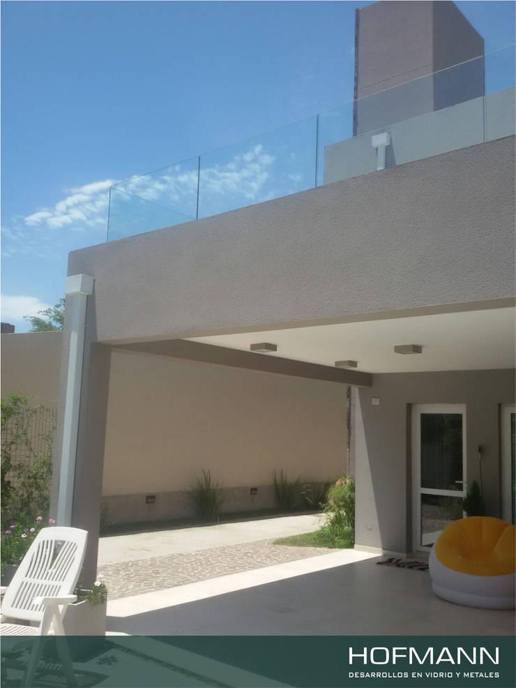 BARANDAS DE VIDRIO TEMPLADO PARA TERRAZA: Casas de estilo  por HOFMANN - DESARROLLOS EN VIDRIO Y METAL,