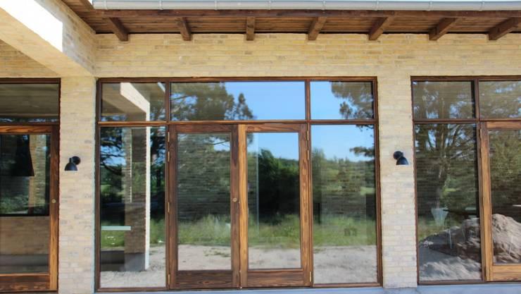 Kebony Windows & Doors: modern  by Kebony,Modern Engineered Wood Transparent