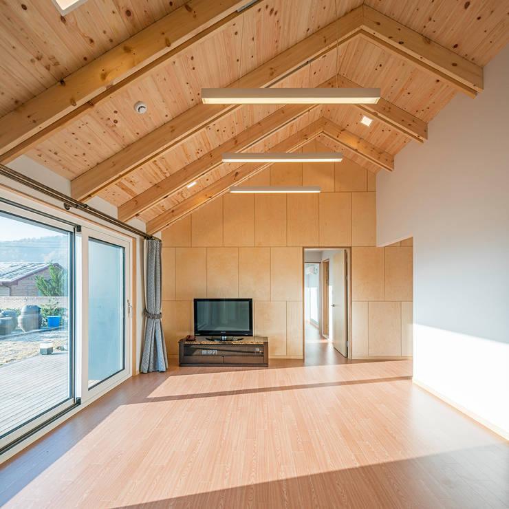 수류헌 隨遛軒: 건축사사무소 이인집단의  거실