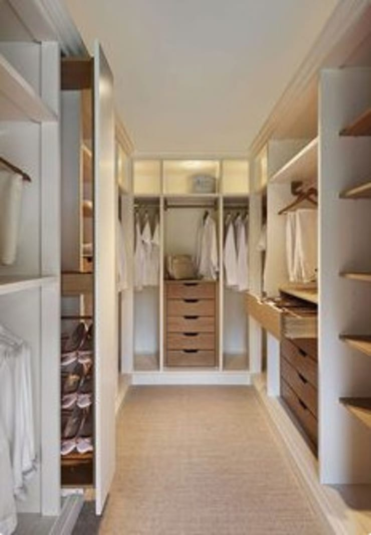 Walk In Cupboard:  Bedroom by Nozipho Construction