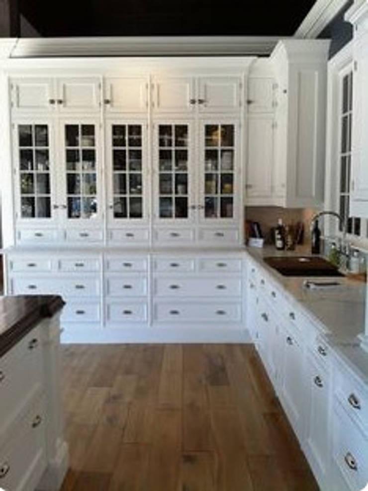 Fancy Kitchen:  Kitchen by Nozipho Construction