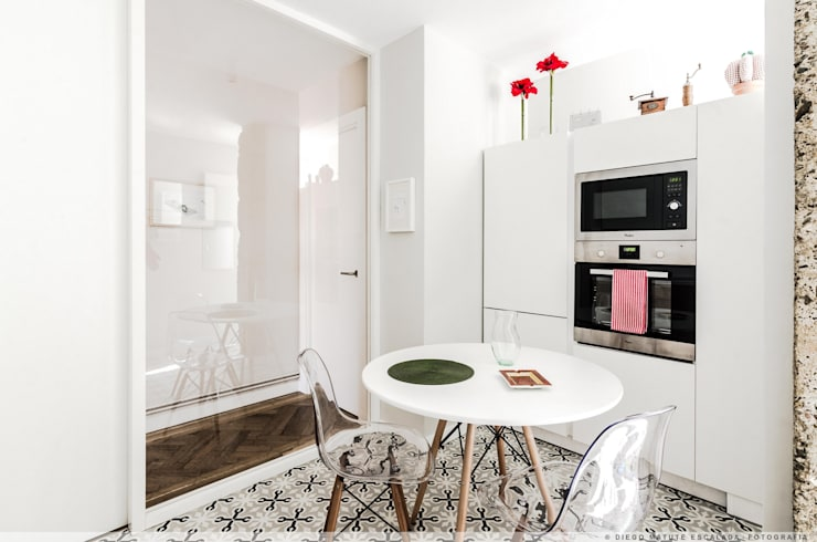 置入式廚房 by TALLER VERTICAL Arquitectura + Interiorismo