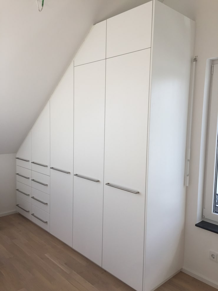 Einbauschrank in Dachschräge von Schrankprojekt GmbH | homify