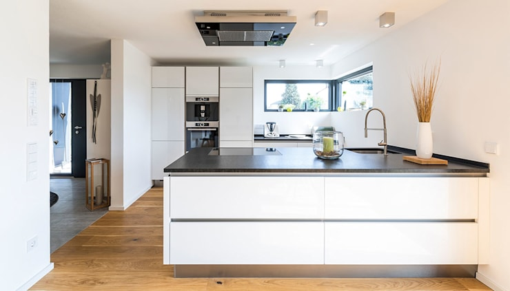 Встроенные кухни в . Автор – KitzlingerHaus GmbH & Co. KG