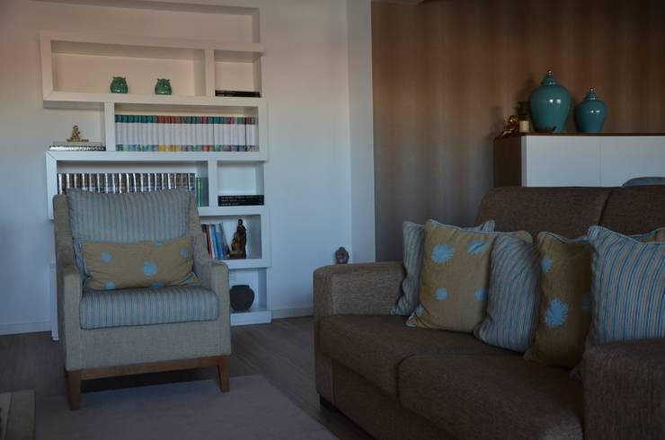 Sala : Salas de estar  por STOOL INTERIORS