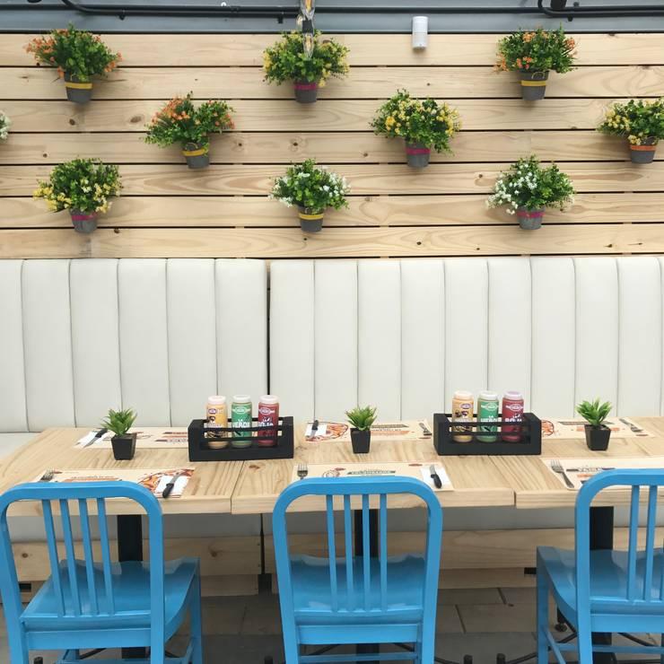 terraza: Locales gastronómicos de estilo  por Ecologik