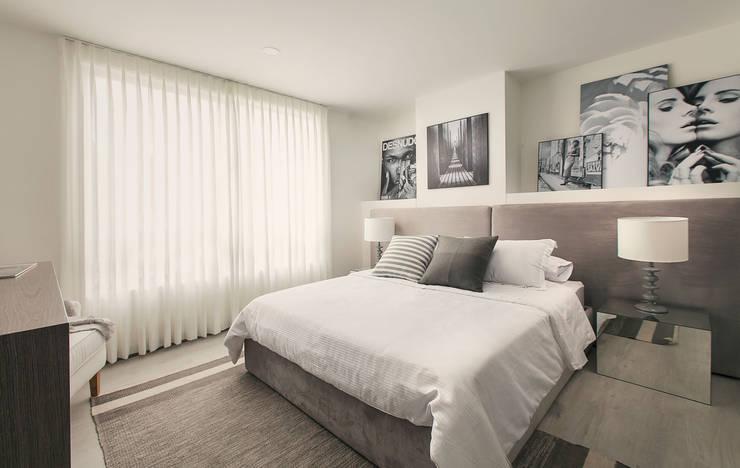 Habitación principal: Dormitorios de estilo  por Maria Mentira Studio