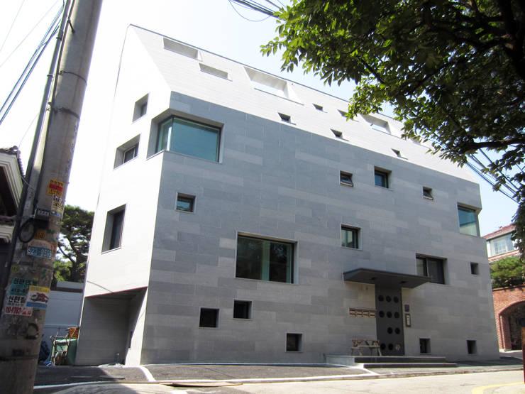 [깊은풍경]역삼동다가구주택/chinese_boxes: 깊은풍경의 현대 ,모던