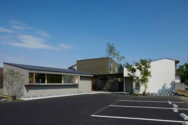 たじま整骨院+R+イエ: arc-dが手掛けた商業空間です。
