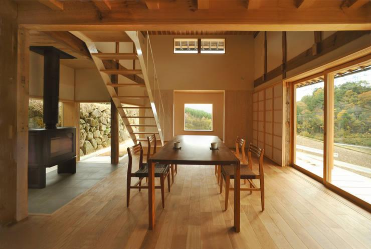 ダイニングスペース: 神家昭雄建築研究室が手掛けたダイニングです。,