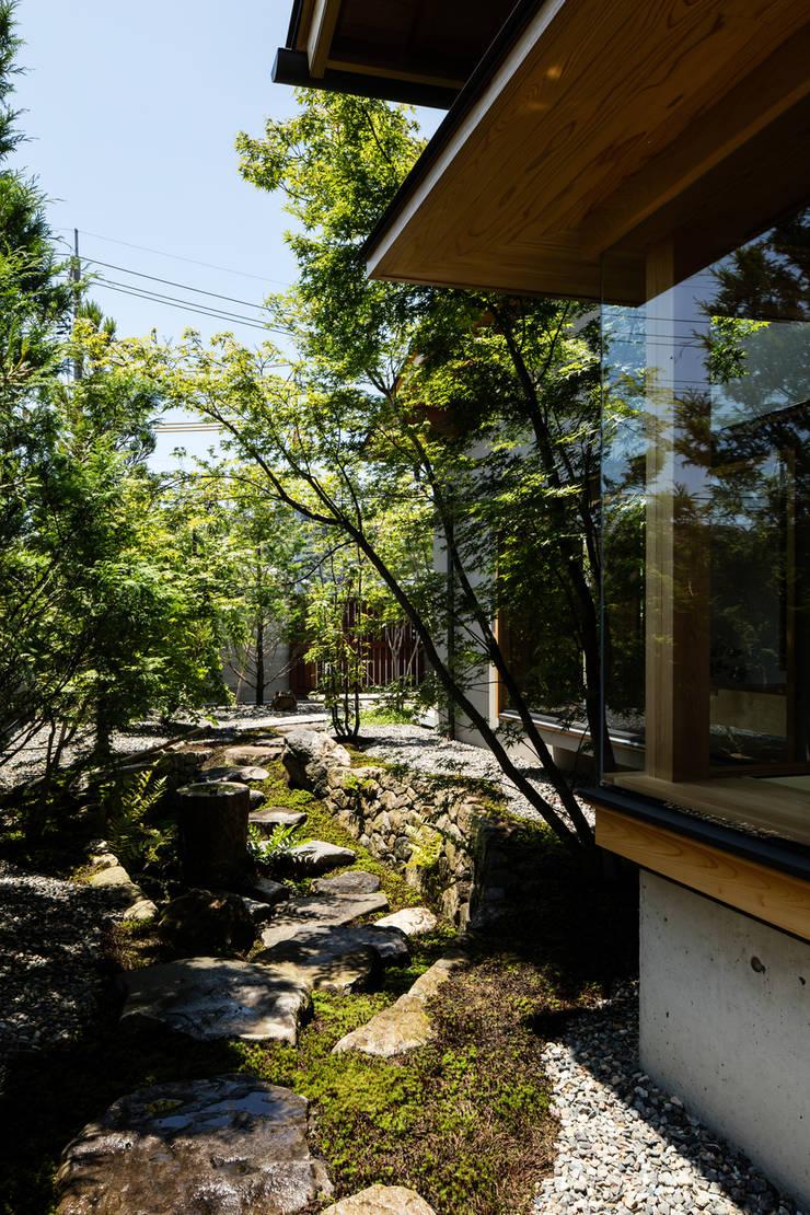 庭: 神家昭雄建築研究室が手掛けた庭です。,