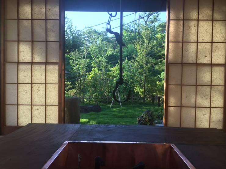 Salas de entretenimiento de estilo moderno de 株式会社ヴェルディッシモ Moderno
