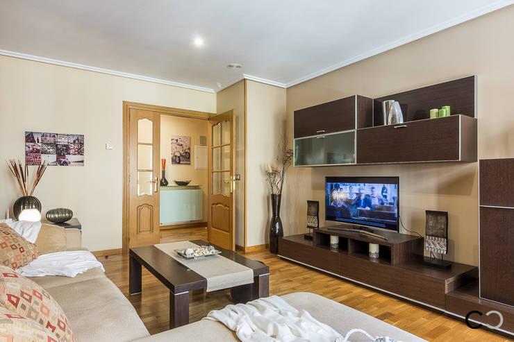 Salas de estar modernas por CCVO Design and Staging