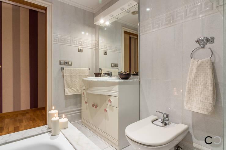 Casas de banho modernas por CCVO Design and Staging