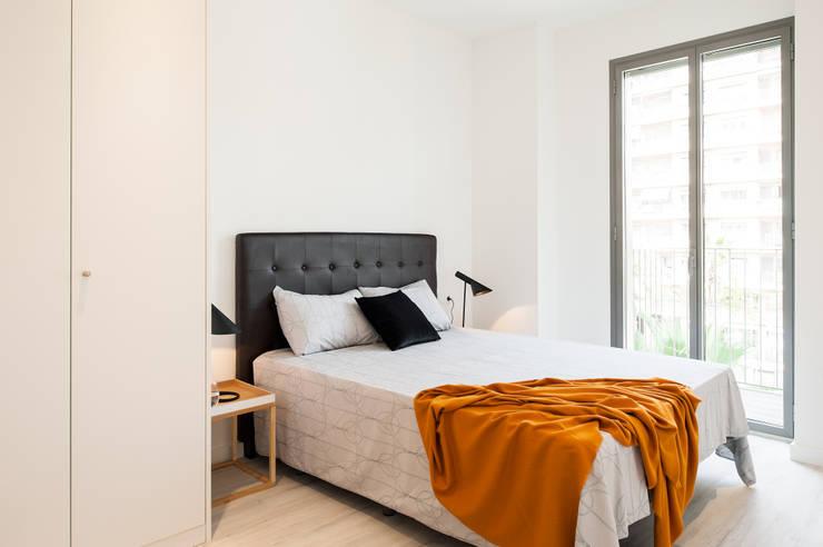 Dormitorio principal: Dormitorios de estilo  de Markham Stagers